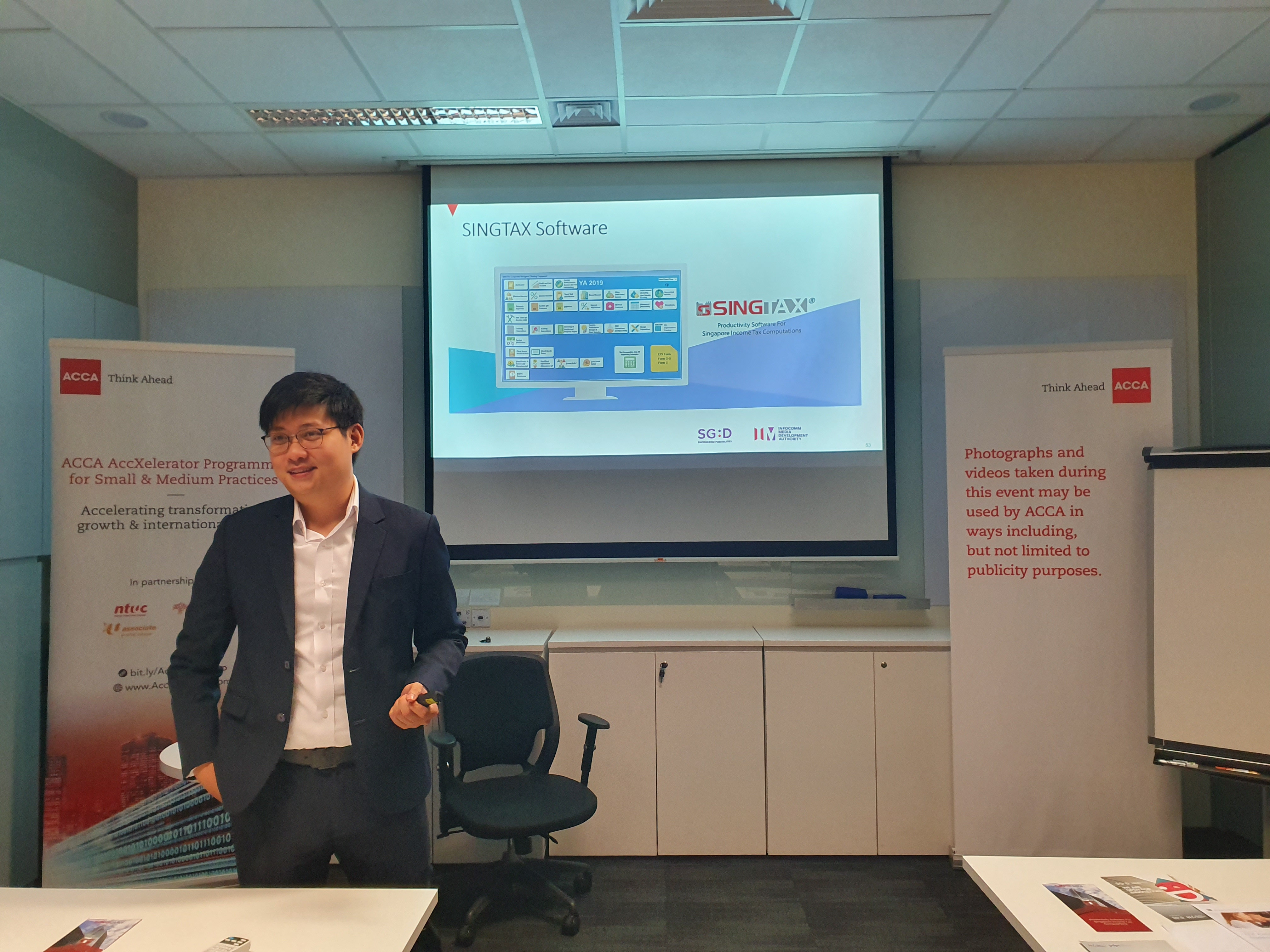 Jeremy Tan presenting SINGTAX at ACCA AccXelerator Programme for Small & Medium Practices (SMPs)